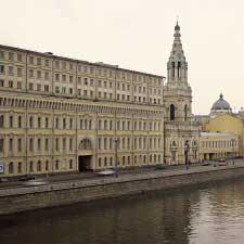 Комплектация лестничных маршей административного здания на Софийской набережной д. 34/1.
